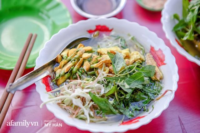 Không phải đầu bếp, nhưng hai thầy cô giáo ở miền Tây đã làm nên món ăn được xác lập kỷ lục 50 món đặc sản nổi tiếng nhất Việt Nam, bất ngờ về người nắm giữ công thức bí mật! - Ảnh 14.