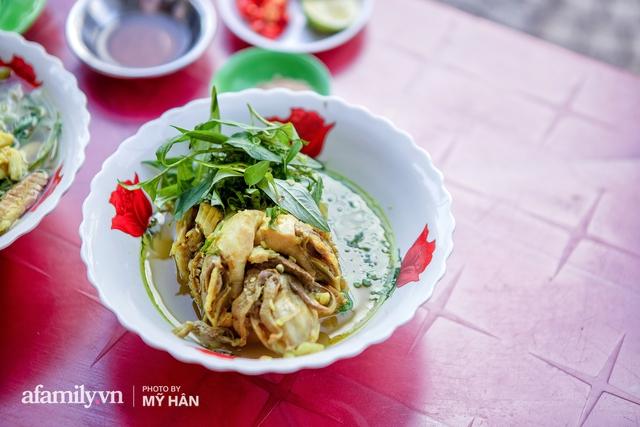 Không phải đầu bếp, nhưng hai thầy cô giáo ở miền Tây đã làm nên món ăn được xác lập kỷ lục 50 món đặc sản nổi tiếng nhất Việt Nam, bất ngờ về người nắm giữ công thức bí mật! - Ảnh 15.