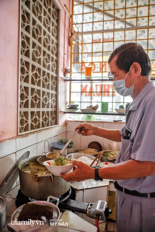 Không phải đầu bếp, nhưng hai thầy cô giáo ở miền Tây đã làm nên món ăn được xác lập kỷ lục 50 món đặc sản nổi tiếng nhất Việt Nam, bất ngờ về người nắm giữ công thức bí mật! - Ảnh 16.