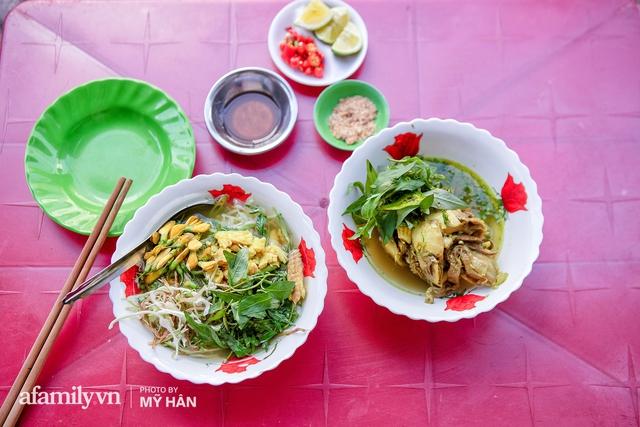 Không phải đầu bếp, nhưng hai thầy cô giáo ở miền Tây đã làm nên món ăn được xác lập kỷ lục 50 món đặc sản nổi tiếng nhất Việt Nam, bất ngờ về người nắm giữ công thức bí mật! - Ảnh 17.