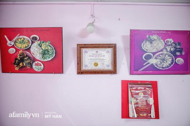 Không phải đầu bếp, nhưng hai thầy cô giáo ở miền Tây đã làm nên món ăn được xác lập kỷ lục 50 món đặc sản nổi tiếng nhất Việt Nam, bất ngờ về người nắm giữ công thức bí mật! - Ảnh 3.