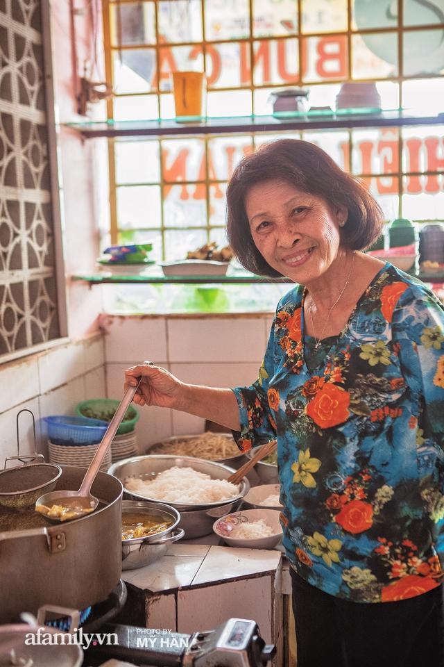 Không phải đầu bếp, nhưng hai thầy cô giáo ở miền Tây đã làm nên món ăn được xác lập kỷ lục 50 món đặc sản nổi tiếng nhất Việt Nam, bất ngờ về người nắm giữ công thức bí mật! - Ảnh 9.