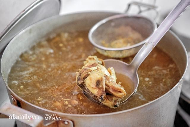 Không phải đầu bếp, nhưng hai thầy cô giáo ở miền Tây đã làm nên món ăn được xác lập kỷ lục 50 món đặc sản nổi tiếng nhất Việt Nam, bất ngờ về người nắm giữ công thức bí mật! - Ảnh 10.