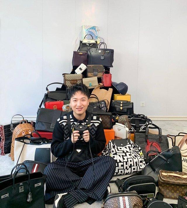 Mua túi Chanel giống như một khoản đầu tư sinh lời: Người trẻ đổ xô đi đấu giá trực tuyến cho thời trang xa xỉ với hy vọng kiếm bộn tiền - Ảnh 3.