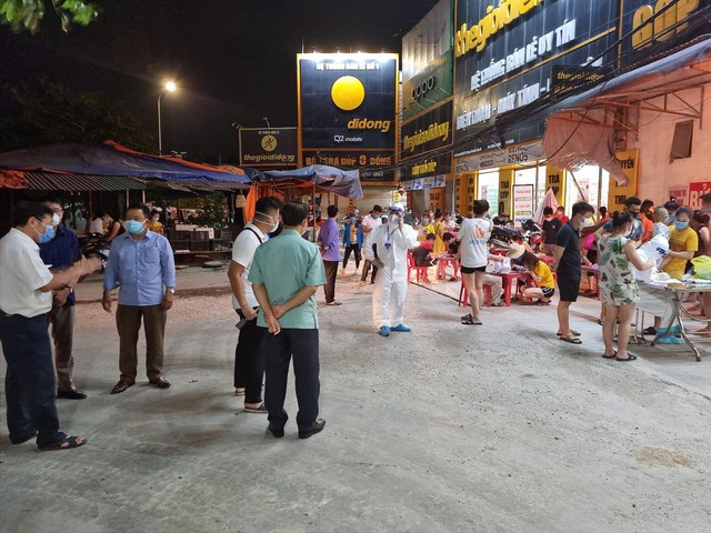 Bắc Giang phong tỏa 3 thôn, lấy mẫu xét nghiệm 15.000 người trong đêm - Ảnh 1.