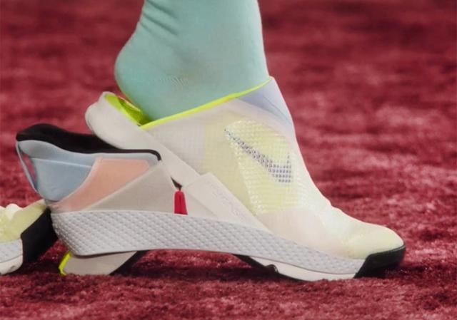 Mẫu giày đi không cần dùng tay của Nike bị đẩy giá lên gấp 16 lần: Có thực sự đáng giá hơn 50 triệu đồng? - Ảnh 2.