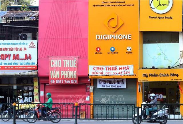 Hà Nội: Mặt bằng kinh doanh vắng khách thuê do ảnh hưởng dịch COVID-19 - Ảnh 3.