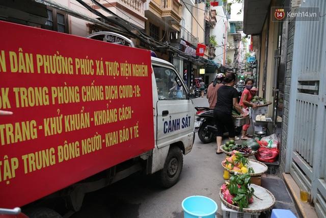 Hà Nội: Lực lượng chức năng ra quân tuyên truyền người dân dừng bán bia hơi và chợ cóc để phòng dịch Covid-19 - Ảnh 2.