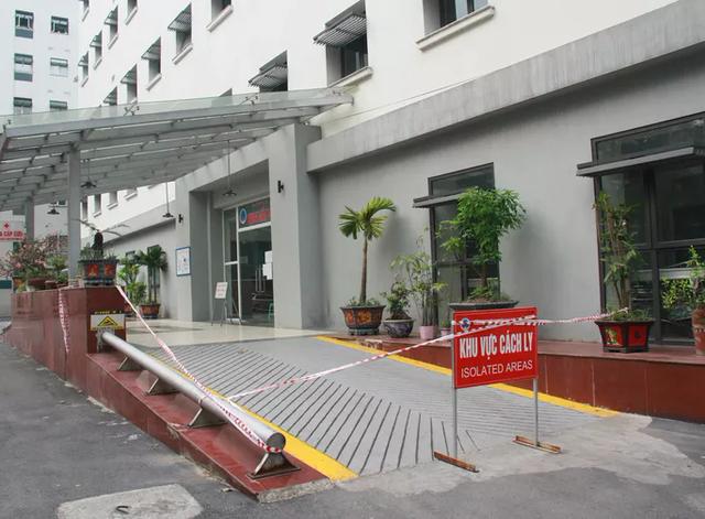 Phong tỏa Khoa Cấp cứu, Bệnh viện Hữu Nghị do phát hiện 2 ca dương tính SARS-CoV-2  - Ảnh 1.