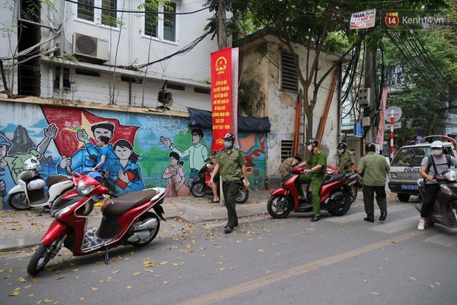Hà Nội: Lực lượng chức năng ra quân tuyên truyền người dân dừng bán bia hơi và chợ cóc để phòng dịch Covid-19 - Ảnh 16.
