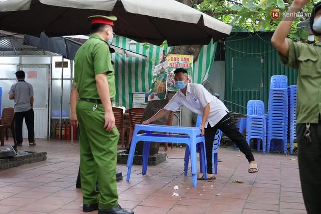 Hà Nội: Lực lượng chức năng ra quân tuyên truyền người dân dừng bán bia hơi và chợ cóc để phòng dịch Covid-19 - Ảnh 5.
