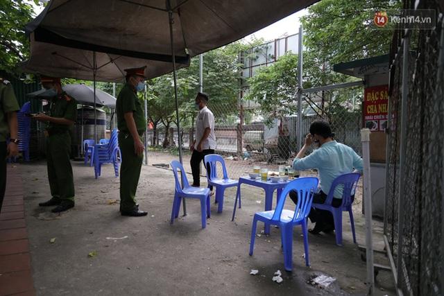 Hà Nội: Lực lượng chức năng ra quân tuyên truyền người dân dừng bán bia hơi và chợ cóc để phòng dịch Covid-19 - Ảnh 6.