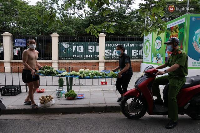 Hà Nội: Lực lượng chức năng ra quân tuyên truyền người dân dừng bán bia hơi và chợ cóc để phòng dịch Covid-19 - Ảnh 8.