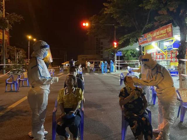 Đà Nẵng: Hơn 30 ca nghi nhiễm Covid-19, phong tỏa khẩn cấp KCN An Đồn trong đêm  - Ảnh 7.