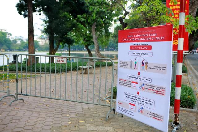 Hà Nội lập chốt ngăn người dân vượt rào tập thể dục ở công viên, vườn hoa - Ảnh 7.