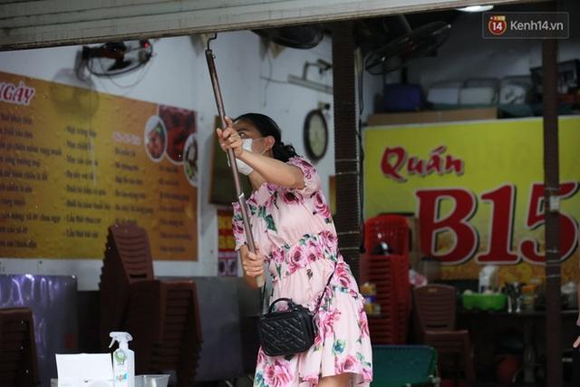 Hà Nội: Lực lượng chức năng ra quân tuyên truyền người dân dừng bán bia hơi và chợ cóc để phòng dịch Covid-19 - Ảnh 11.