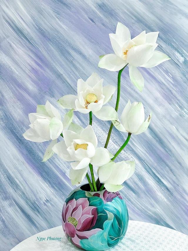 Mê mẩn hương hoa, mẹ đảm Hà Nội kỳ công đặt mua loài sen Đế Vương tận xứ Huế và tiết lộ bí kíp chơi hoa bền đẹp - Ảnh 10.