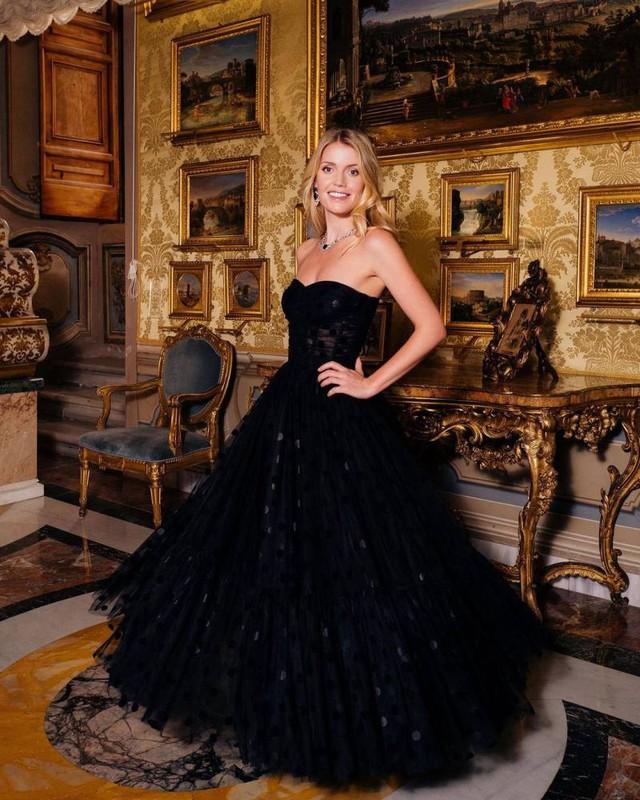Cháu gái Công nương Diana chiếm hết spotlight tại hôn lễ nhà Meghan nhờ vẻ đẹp tựa nữ thần sau 3 năm có cuộc sống ra sao? - Ảnh 8.