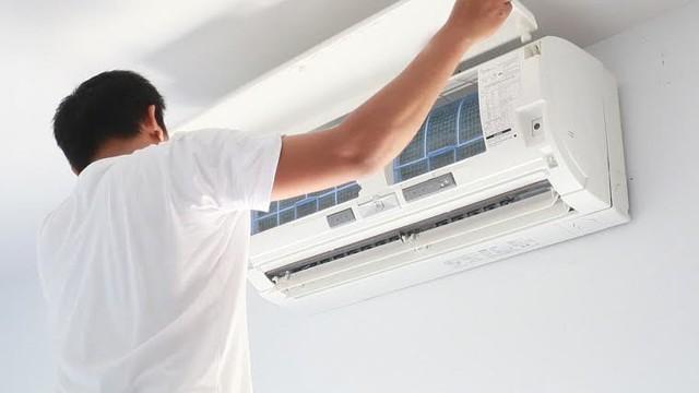 Miền Bắc nóng như đổ lửa, nhà nhà bật điều hòa nhưng ít ai biết cách vệ sinh đúng để loại bỏ mầm bệnh, tăng tuổi thọ thiết bị - Ảnh 1.