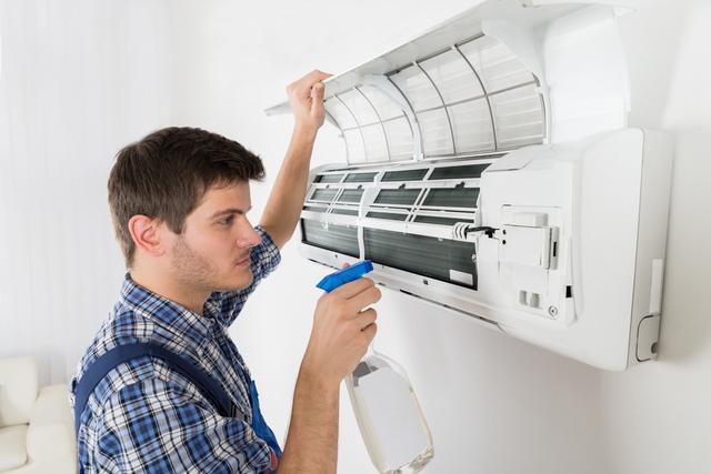 Miền Bắc nóng như đổ lửa, nhà nhà bật điều hòa nhưng ít ai biết cách vệ sinh đúng để loại bỏ mầm bệnh, tăng tuổi thọ thiết bị - Ảnh 2.