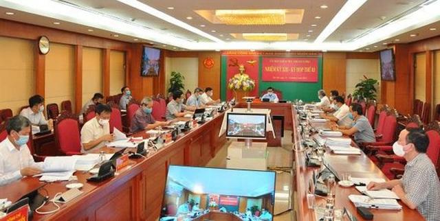 Kỷ luật khiển trách ông Bùi Trường Giang, Phó Ban Tuyên giáo Trung ương  - Ảnh 1.