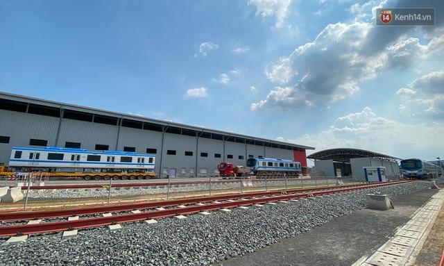 TP.HCM: Toàn cảnh lắp ráp đoàn tàu Metro số 1 nặng 37 tấn vào đường ray, sẵn sàng chạy thử - Ảnh 12.