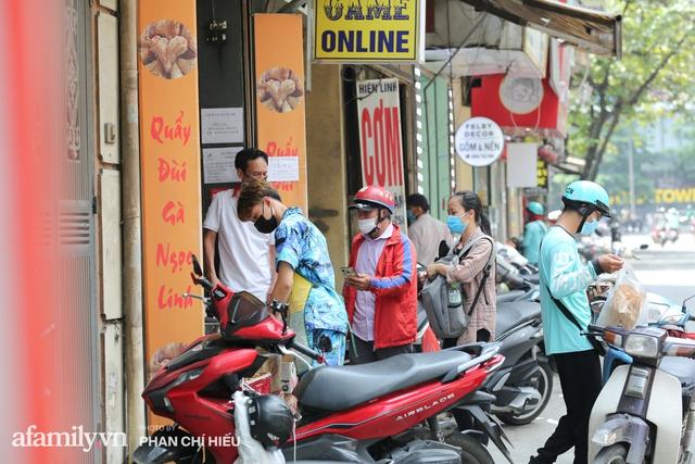 Quán quẩy đùi gà 30 năm nức tiếng tại Hà Nội, ngày ra lò đều tay 2 vạn chiếc, mùa Covid-19 nhưng làm cả ngày cũng chẳng hết việc - Ảnh 10.