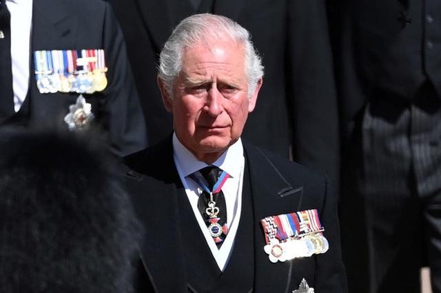 Đâm nhát dao chí mạng vào Hoàng gia Anh, Harry xấu hổ nhận về muôn vàn chỉ trích, Meghan lại bị cho là đứng sau giật dây  - Ảnh 1.