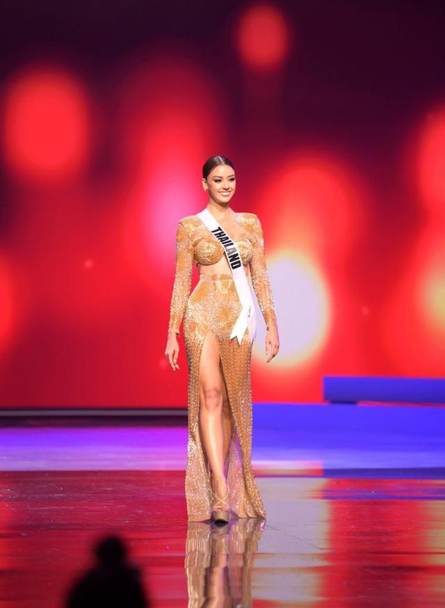 Missosology công bố top 15 trang phục dạ hội đẹp nhất Miss Universe 2020, Khánh Vân thể hiện xuất sắc có đủ sức leo top?  - Ảnh 1.
