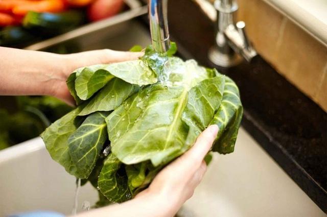 8 quy tắc giúp bạn tránh ngộ độc thực phẩm vào mùa hè - Ảnh 3.