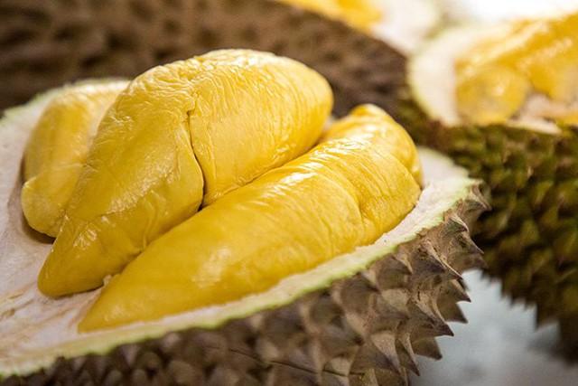 Sầu riêng rất ngon nhưng người có 6 đặc điểm dưới đây ăn vào sẽ ôm họa và cần lưu ý vài điều để ăn sầu không bị nóng, không tăng cân - Ảnh 3.