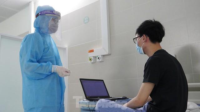 Thâm nhập khu vực cách ly đặc biệt của BV Thanh Nhàn sau khi xuất hiện ca mắc COVID-19  - Ảnh 8.