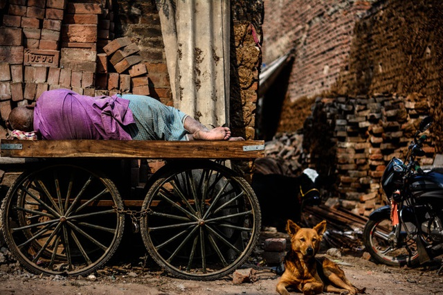 Người trưởng thành không nên tiêu tiền vào 2 nơi này, nếu không nửa đời còn lại sẽ sống trong nghèo khổ thiếu thốn - Ảnh 2.