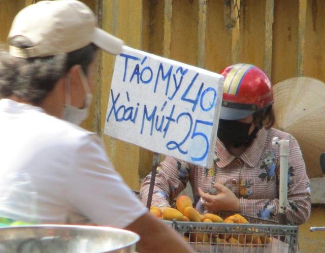 Nghịch lý xoài mút Trung Quốc bán chạy giữa lúc xoài Việt Nam thu hoạch rộ - Ảnh 1.