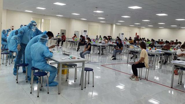 Dịch bệnh tại Bắc Giang: Không đóng cửa các cụm công nghiệp, phòng dịch nghiêm ngặt  - Ảnh 1.