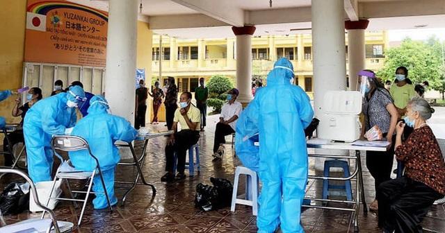 Cán bộ xét nghiệm ở Hà Nam: Liều mình làm bạn với virus, ngày đêm cần mẫn quên ăn - Ảnh 1.
