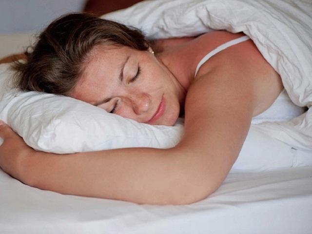 Nếu bạn muốn giảm đau lưng, đừng quên lựa chọn những tư thế ngủ này vào ban đêm  - Ảnh 4.