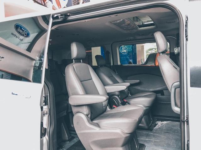 Đại lý đua xả hàng Ford Tourneo giảm 100 triệu đồng: Sản xuất 2021, số lượng ít, đủ loại quà tặng kèm - Ảnh 5.