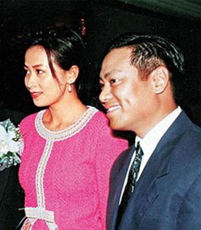 La Triệu Huy: Tỷ phú sở hữu gia sản 6000 tỷ từng bao nuôi Viên Vịnh Nghi, cặp kè hơn 30 mỹ nhân Cbiz nhận cái kết thảm cuối đời  - Ảnh 10.