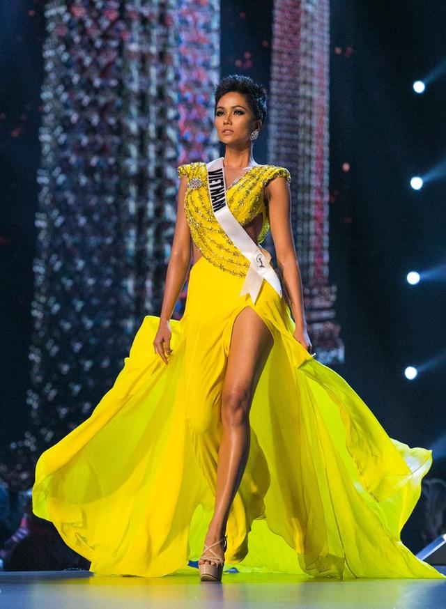7 chiếc váy đẹp nhất Miss Universe của mỹ nhân Việt: Toàn cực phẩm nhưng ai mới là người nổi nhất - Ảnh 2.