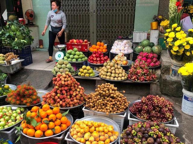 Trái cây đầu mùa giá rẻ chưa từng thấy - Ảnh 1.