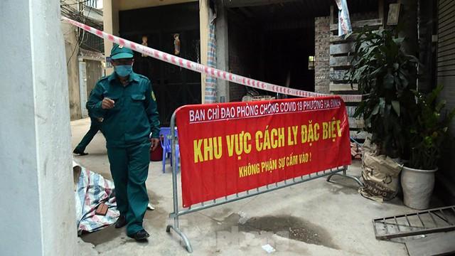 Hà Nội phong toả ngõ 212 Khương Đình có bệnh nhân mắc COVID-19  - Ảnh 1.