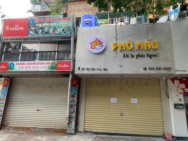 Nhiều quán cà phê, siêu thị Hà Nội kín khách, không giữ khoảng cách - Ảnh 11.