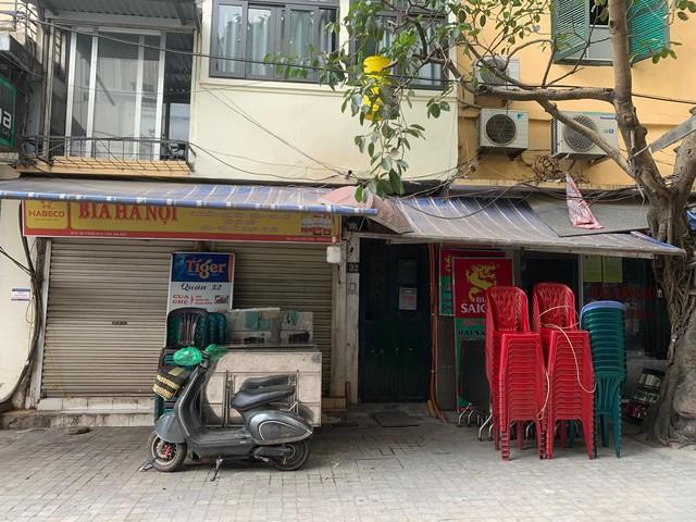 Nhiều quán cà phê, siêu thị Hà Nội kín khách, không giữ khoảng cách - Ảnh 12.