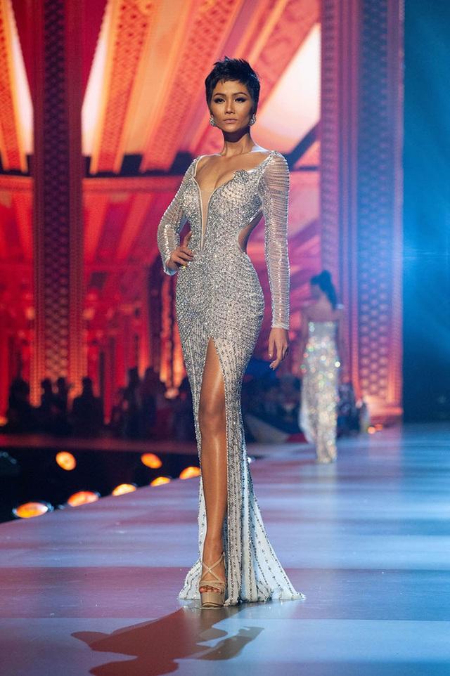 7 chiếc váy đẹp nhất Miss Universe của mỹ nhân Việt: Toàn cực phẩm nhưng ai mới là người nổi nhất - Ảnh 3.