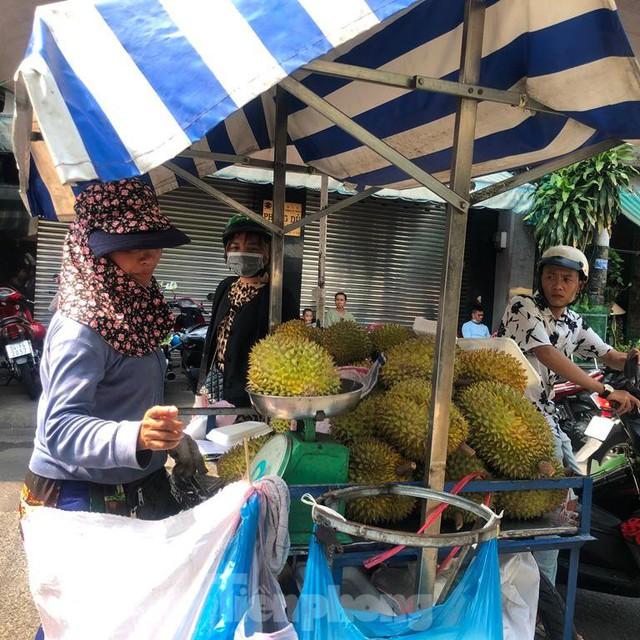 Trái cây đầu mùa giá rẻ chưa từng thấy - Ảnh 3.