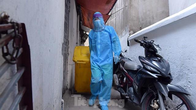 Hà Nội phong toả ngõ 212 Khương Đình có bệnh nhân mắc COVID-19  - Ảnh 6.