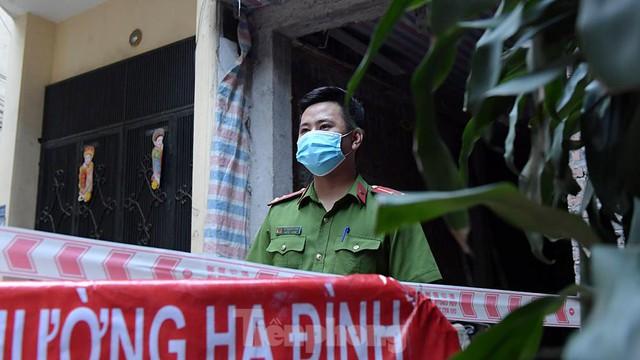 Hà Nội phong toả ngõ 212 Khương Đình có bệnh nhân mắc COVID-19  - Ảnh 7.