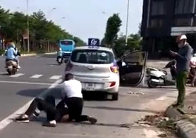 Tìm 1 người dân để khen thưởng trong vụ đại uý công an đứng nhìn tài xế taxi bắt cướp  - Ảnh 1.