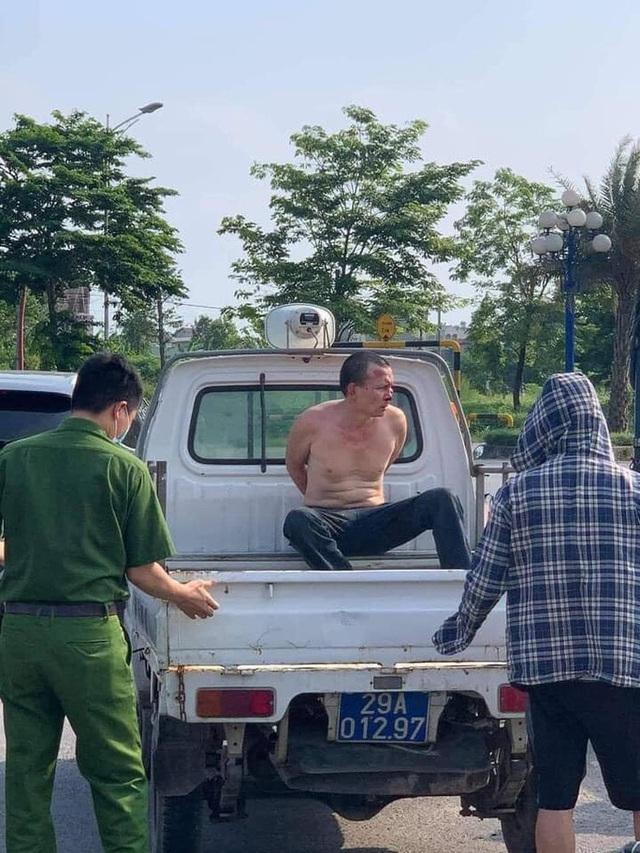 Tìm 1 người dân để khen thưởng trong vụ đại uý công an đứng nhìn tài xế taxi bắt cướp  - Ảnh 2.